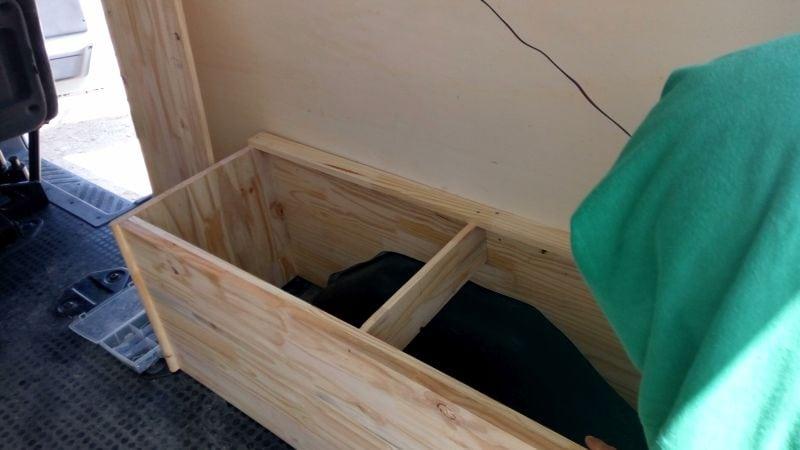 baul-abierto Camperizando la furgo. Parte II: Paredes y baúles.
