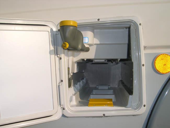 El water quimico wc de la caravana for Funcionamiento de inodoro